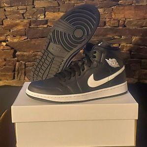 Jordan 1 Mid 'Black' Womens Shoe